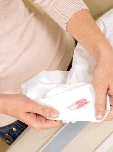 Valentine gặp vết son môi trên áo chồng, cô vợ 9 năm ngập trong mùi phản bôi và 6 lần đánh ghen liền gói ghém món quà đặc biệt gửi ngay đến một địa chỉ - Ảnh 2.