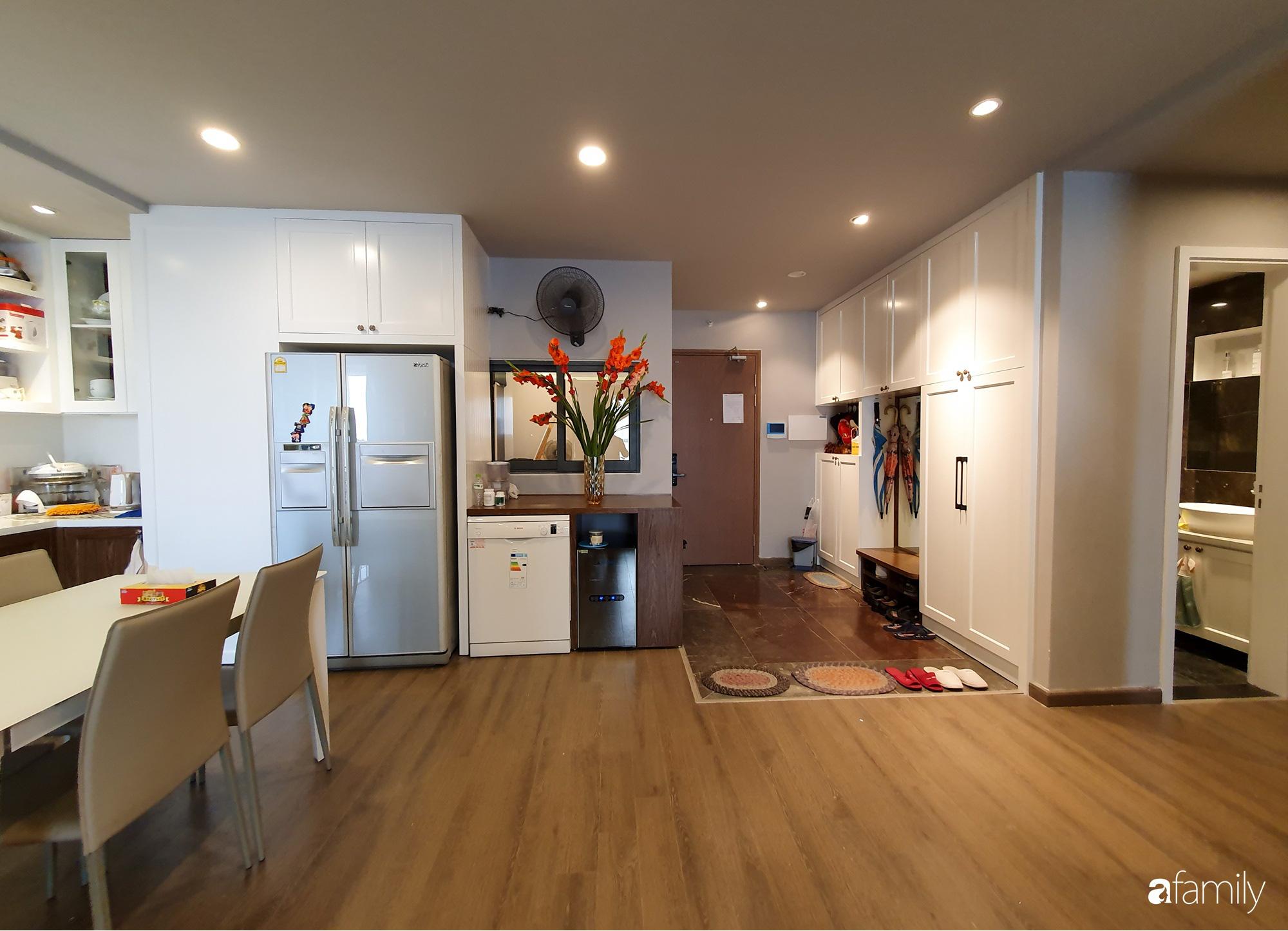 Căn hộ 116m2 hoàn thiện nội thất chưa đầy 1 tháng vẫn đẹp hiện đại, nền nã ở Cầu Giấy, Hà Nội - Ảnh 2.