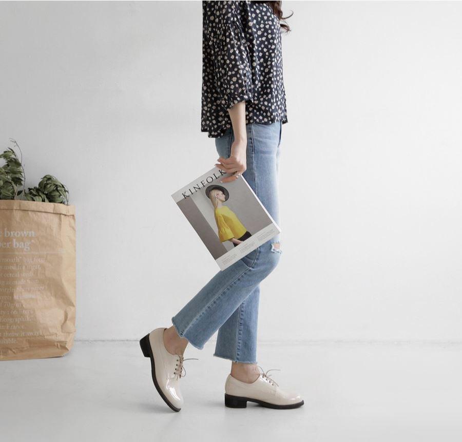 Chẳng phải kiếm đâu xa, kiểu giày không hẳn là cao gót này vẫn giúp đôi chân của chị em thon gọn hơn tức thì - Ảnh 3.