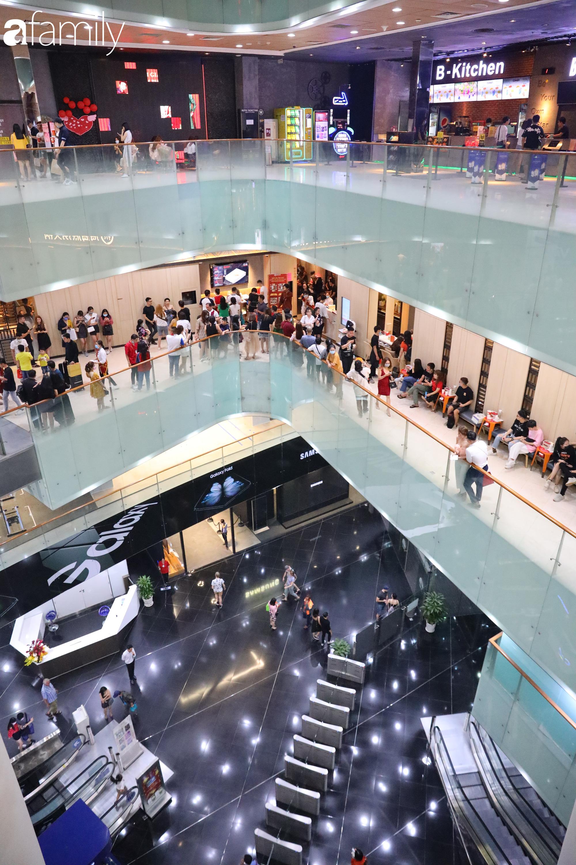 Valentine Hà Nội - Sài Gòn vắng vẻ đìu hiu vì dịch Corona, từ trung tâm thương mại đến phố phường đều ít bóng tình nhân đi chơi - Ảnh 21.