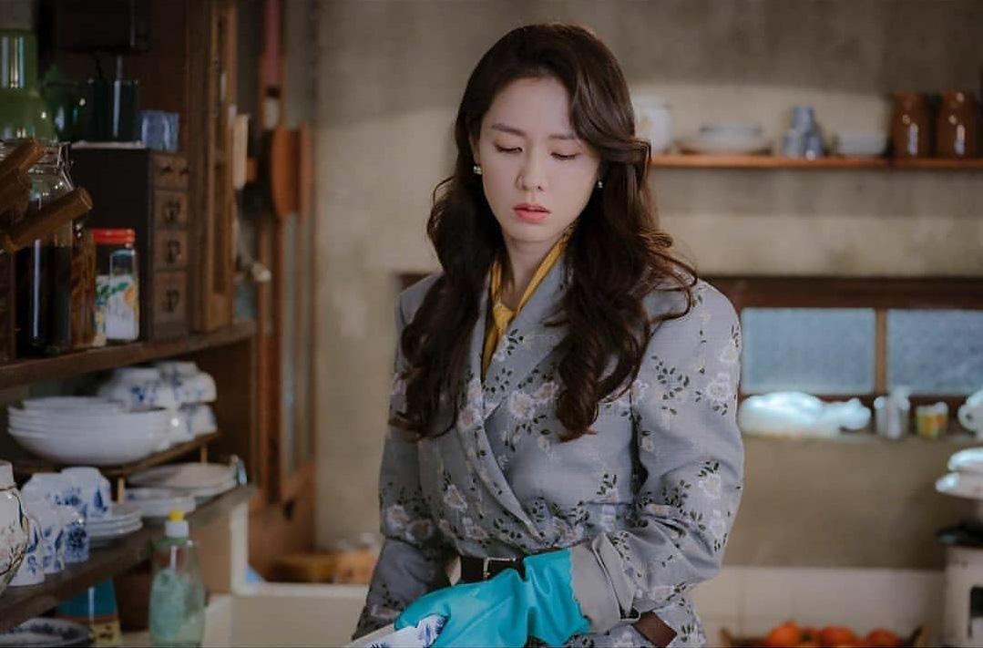 Phim gần hết mà set đồ hơn 100 triệu Son Ye Jin mặc khi rửa bát vẫn khiến dân tình trầm trồ không ngớt - Ảnh 3.