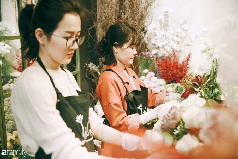 Giữa mùa dịch corona, hoa Valentine nhập khẩu vẫn đẹp ngây ngất kèm theo những món quà độc đáo xa xỉ dành riêng cho chị em - Ảnh 18.