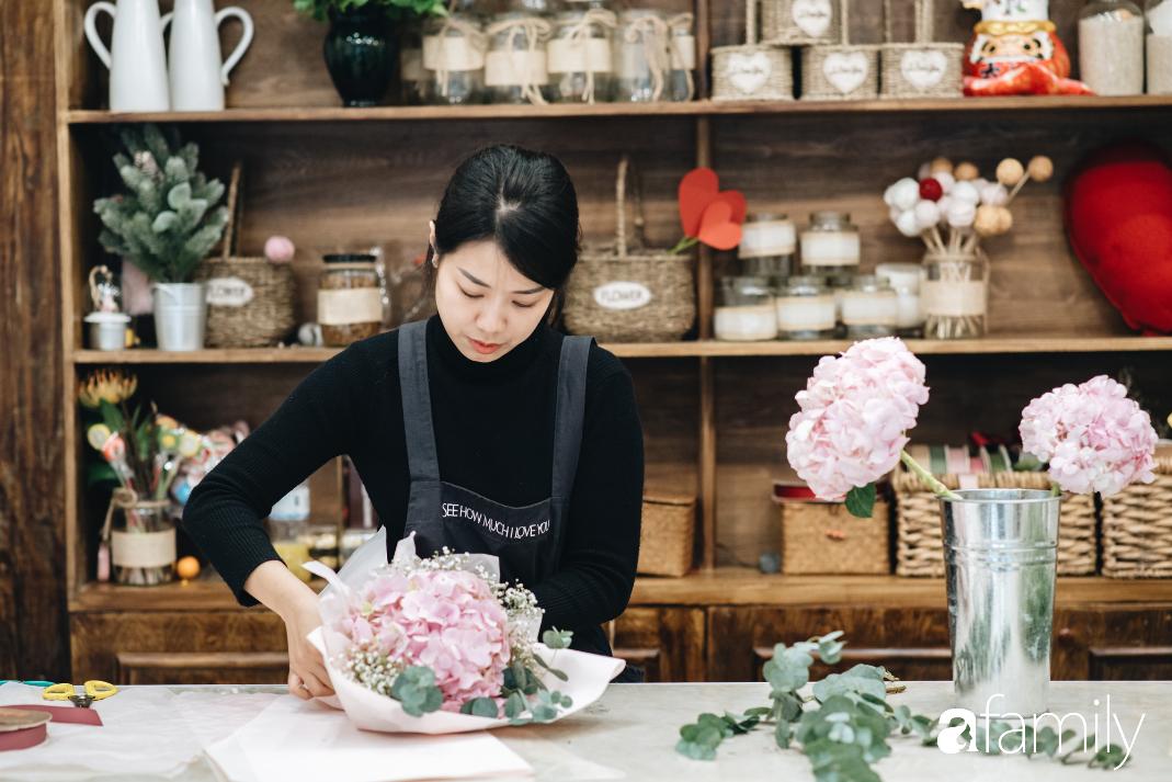 Giữa mùa dịch corona, hoa Valentine nhập khẩu vẫn đẹp ngây ngất kèm theo những món quà độc đáo xa xỉ dành riêng cho chị em - Ảnh 6.