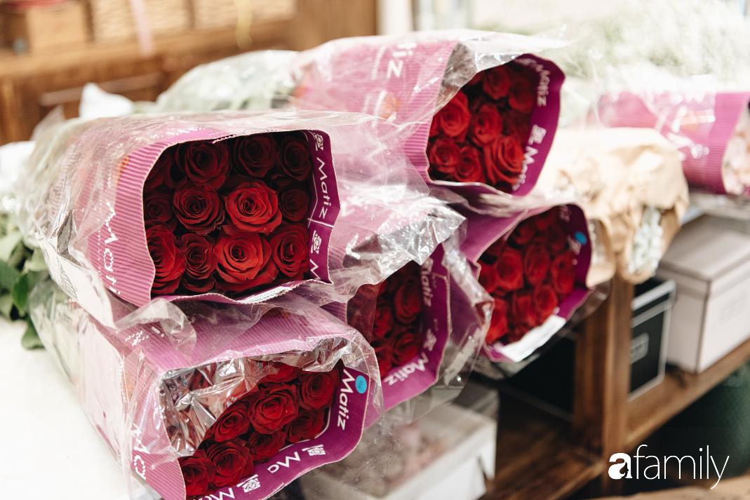 Giữa mùa dịch corona, hoa Valentine nhập khẩu vẫn đẹp ngây ngất kèm theo những món quà độc đáo xa xỉ dành riêng cho chị em - Ảnh 11.
