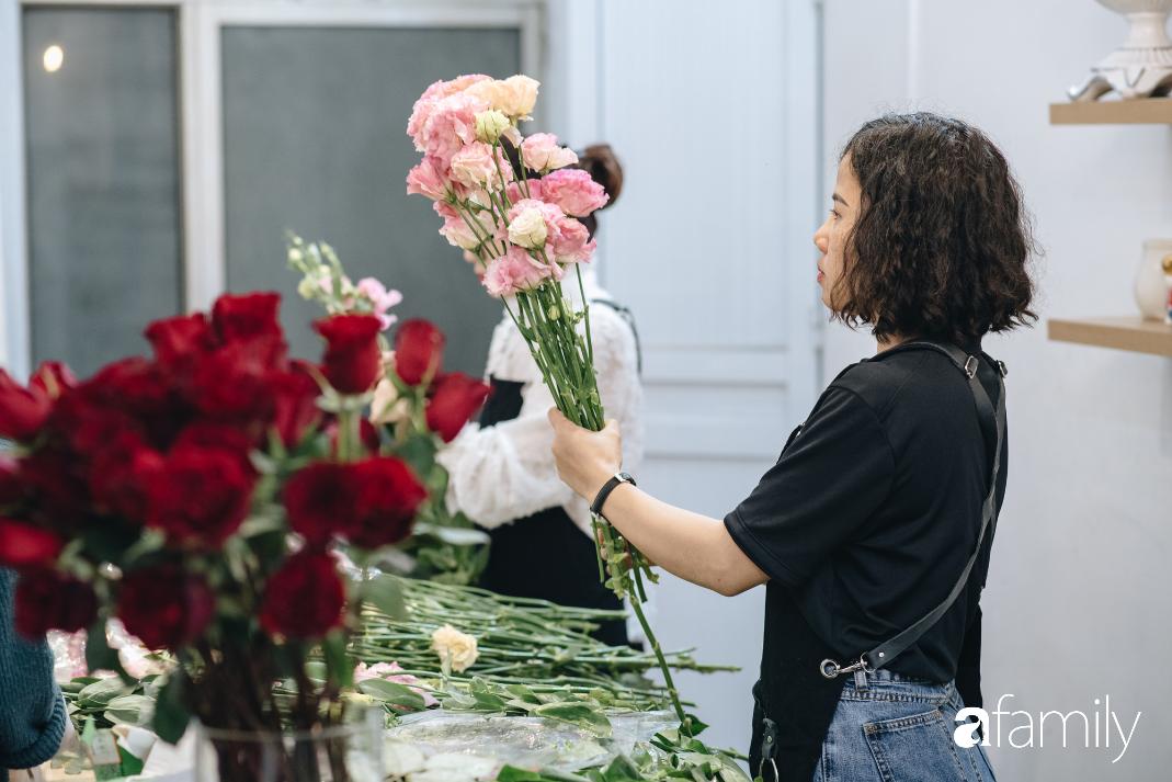 Giữa mùa dịch corona, hoa Valentine nhập khẩu vẫn đẹp ngây ngất kèm theo những món quà độc đáo xa xỉ dành riêng cho chị em - Ảnh 12.