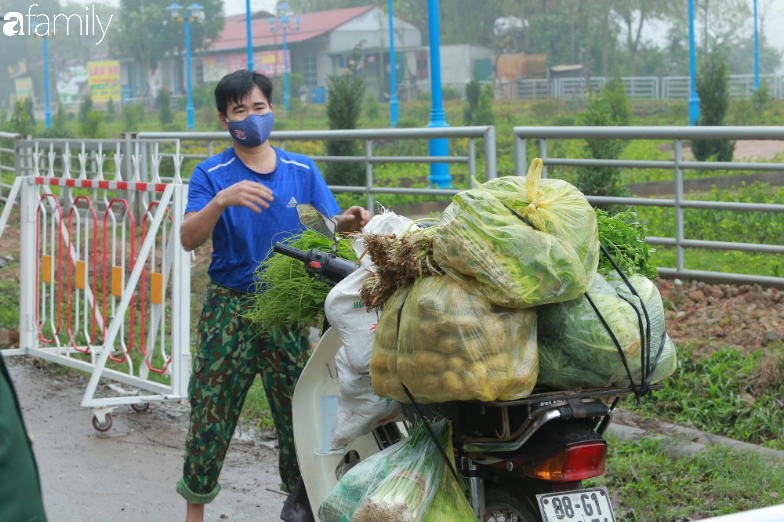 Chùm ảnh: Cuộc sống của người dân xã Sơn Lôi trong những ngày đầu cách ly nghiêm ngặt, không còn quá hoang mang, tập trung toàn lực phòng dịch - Ảnh 3.