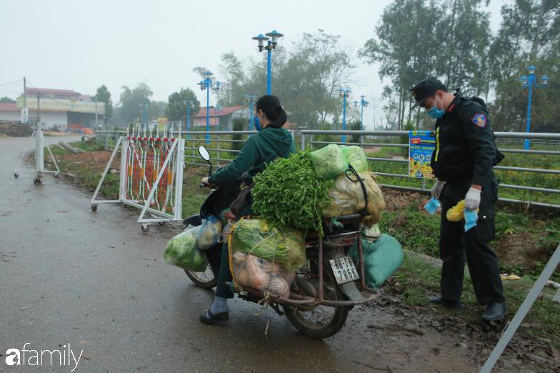Chùm ảnh: Cuộc sống của người dân xã Sơn Lôi trong những ngày đầu cách ly nghiêm ngặt, không còn quá hoang mang, tập trung toàn lực phòng dịch - Ảnh 6.