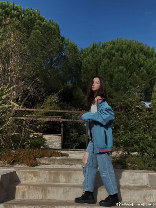 """Đích thị là bản sao hoàn hảo của thiên hậu Hong Kong, con gái Vương Phi mới 13 tuổi nhìn đã """"chất"""" thế này - ảnh 1"""