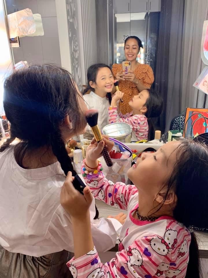 """Khoe con gái mới gần 7 tuổi đã biết trang điểm cực """"nghề"""", Ốc Thanh Vân nhanh trí nói thêm một điều không ai chê trách được - Ảnh 2."""