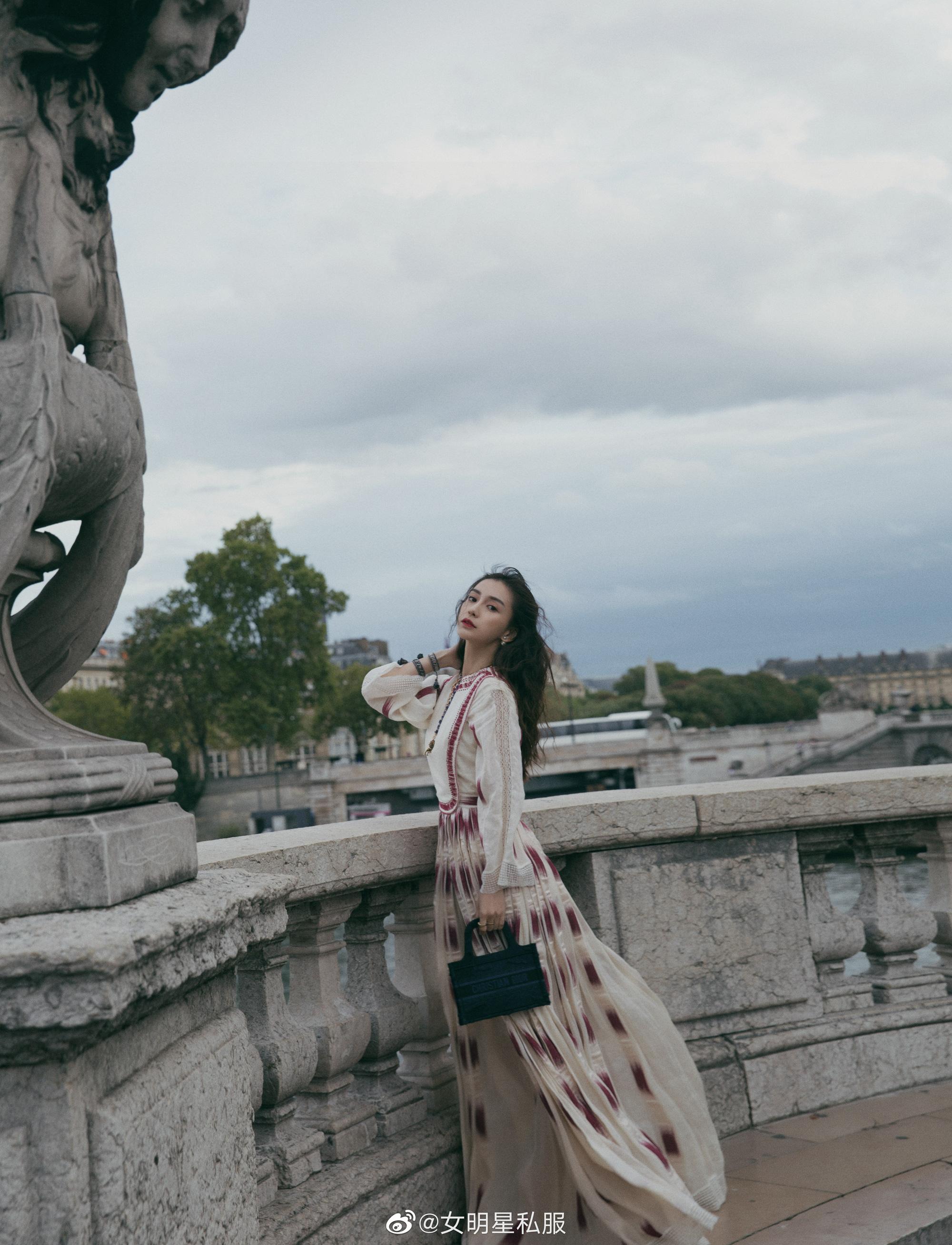"""Angela Baby cũng phải """"xin thua"""" Hoa hậu Hong Kong Viên Vịnh Nghi khi lệch gần 20 tuổi mà vẫn đẹp như tiên tử dù diện váy kín bưng - Ảnh 4."""