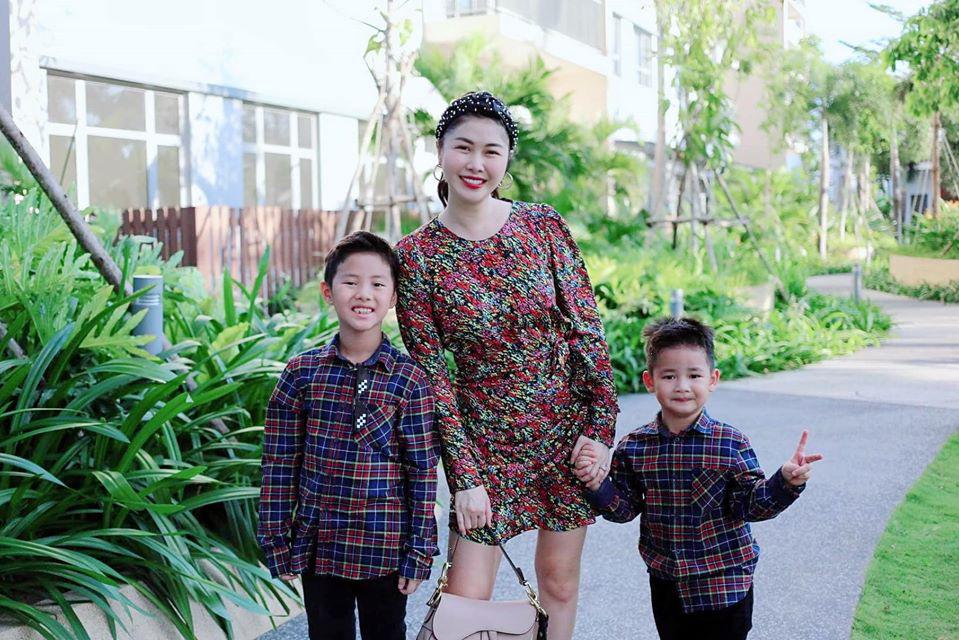 Ngồi check mail cũng không yên vì 2 tiểu quỷ nghịch ngợm, bà xã Đăng Khôi than trời vì cuộc sống đảo lộn 180 độ khi con nghỉ học - Ảnh 3.
