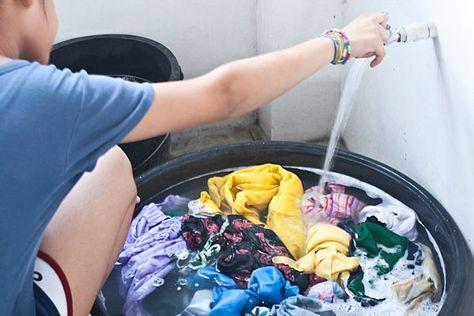 Giặt quần áo mùa corona đừng bao giờ bỏ quên chi tiết nhỏ nhưng quan trọng này để dịch không lây lan mạnh - Ảnh 2.
