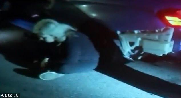 """Khoảnh khắc kịch tích như phim hành động: Nữ tài xế lái xe sang """"bay"""" qua vòng xuyến và điều kỳ diệu không ngờ đã xảy ra - Ảnh 6."""