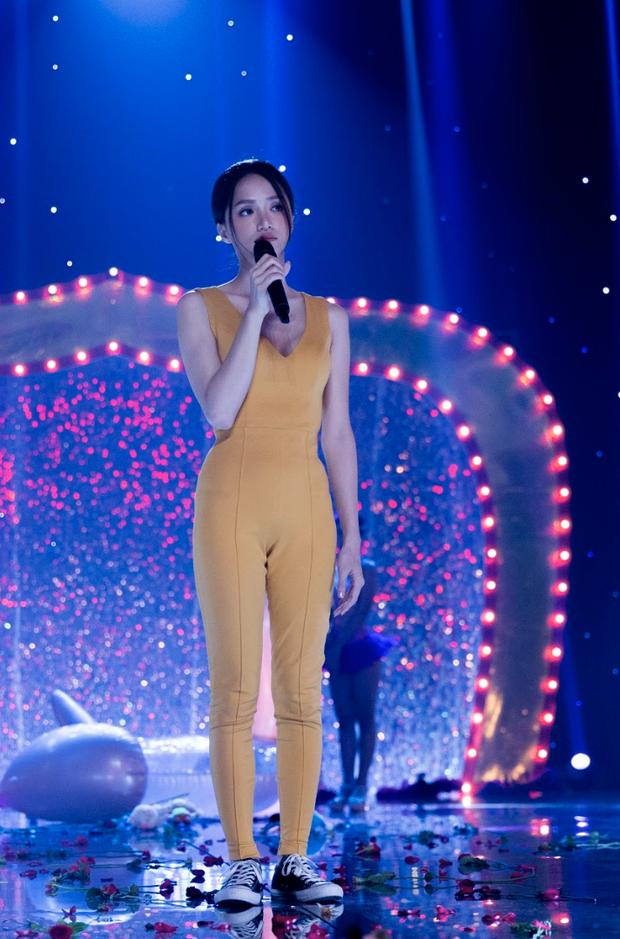 Diện lại bộ jumpsuit từ thời Việt Nam Idol, body gợi cảm quyến rũ và nhan sắc xinh đẹp của Hương Giang 8 năm sau mới là điều gây bất ngờ nhất - Ảnh 4.