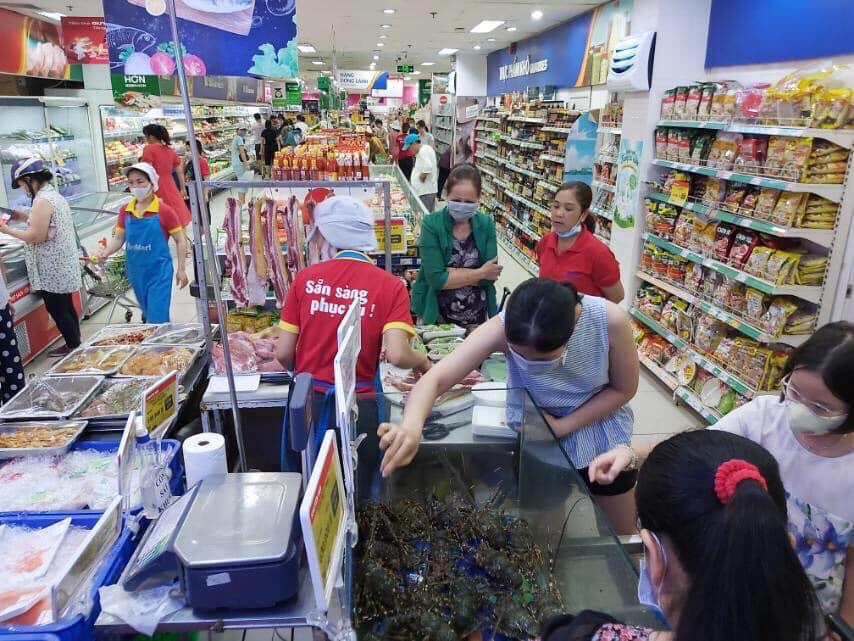 Hà Nội: Tôm hùm đồng giá 169.000 đồng/con, người tiêu dùng đặt mua ồ ạt - Ảnh 7.