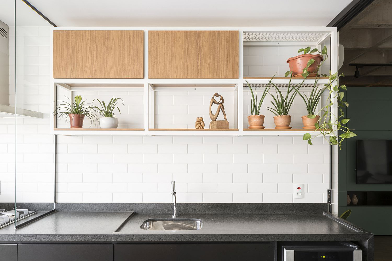 Căn hộ có thiết kế siêu yêu với tủ đa năng hoạt động như tủ quần áo, nơi ăn uống và nhiều thứ khác nữa… - Ảnh 8.