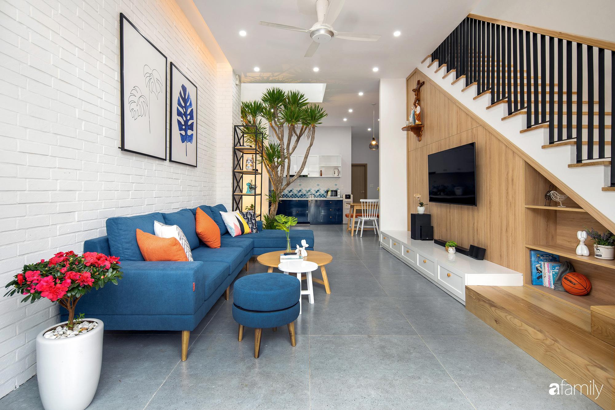 Nhà phố 2 tầng rộng 100m2 được thiết kế ấn tượng với khoảng thông tầng nhiều ánh sáng có chi phí 1,4 tỷ ở Đà Nẵng - Ảnh 3.