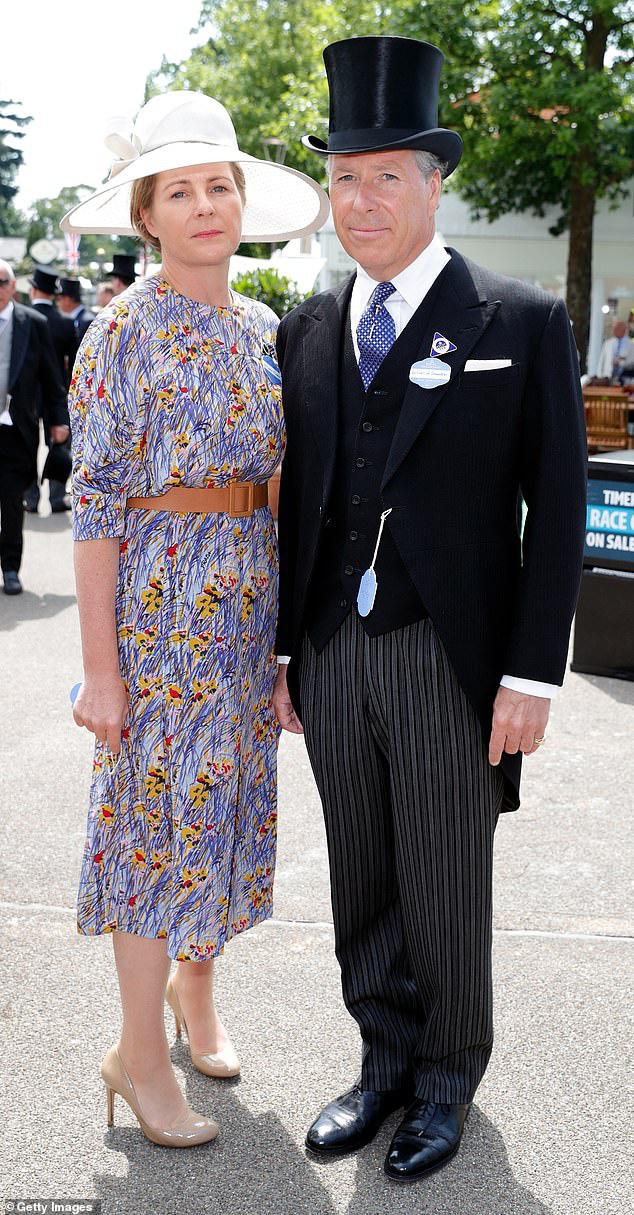 Nỗi buồn hoàng gia Anh: Thêm một cặp đôi ly hôn sau 26 năm chung sống, vợ chồng Meghan Markle lại bị réo gọi tên - Ảnh 3.