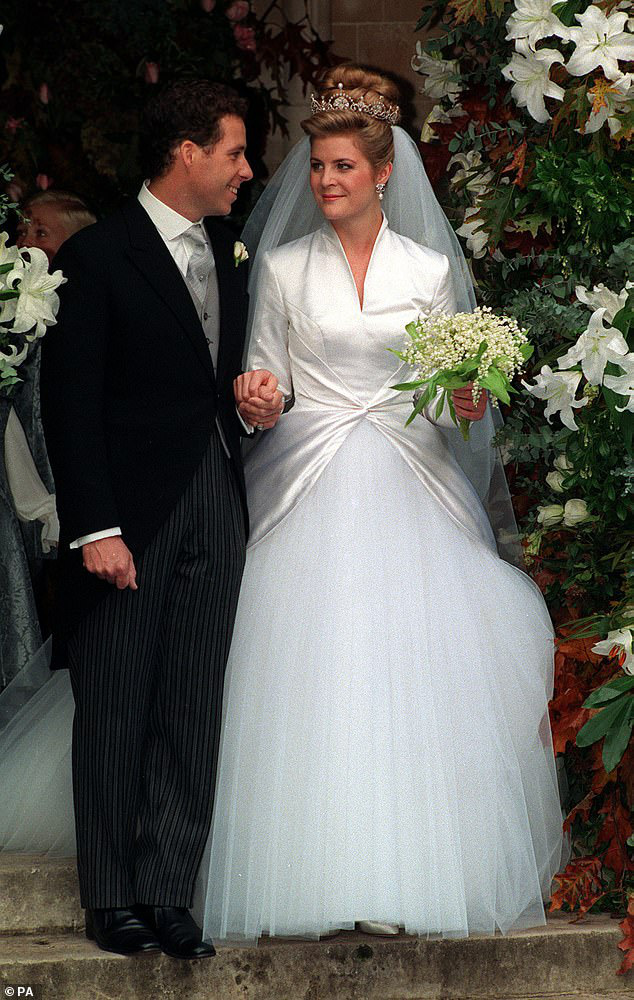 Nỗi buồn hoàng gia Anh: Thêm một cặp đôi ly hôn sau 26 năm chung sống, vợ chồng Meghan Markle lại bị réo gọi tên - Ảnh 2.