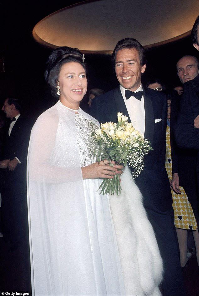 Nỗi buồn hoàng gia Anh: Thêm một cặp đôi ly hôn sau 26 năm chung sống, vợ chồng Meghan Markle lại bị réo gọi tên - Ảnh 1.