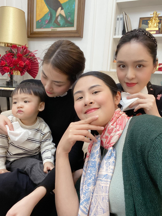"""Theo mẹ đi hẹn hò """"Hội Hoa hậu bỉm sữa"""", con trai Tú Anh trở thành nhân vật được chú ý nhất vì biểu cảm """"khó ở"""" - Ảnh 2."""