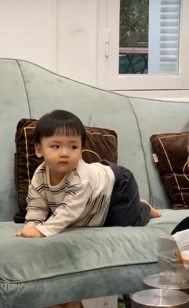 """Theo mẹ đi hẹn hò """"Hội Hoa hậu bỉm sữa"""", con trai Tú Anh trở thành nhân vật được chú ý nhất vì biểu cảm """"khó ở"""" - Ảnh 5."""