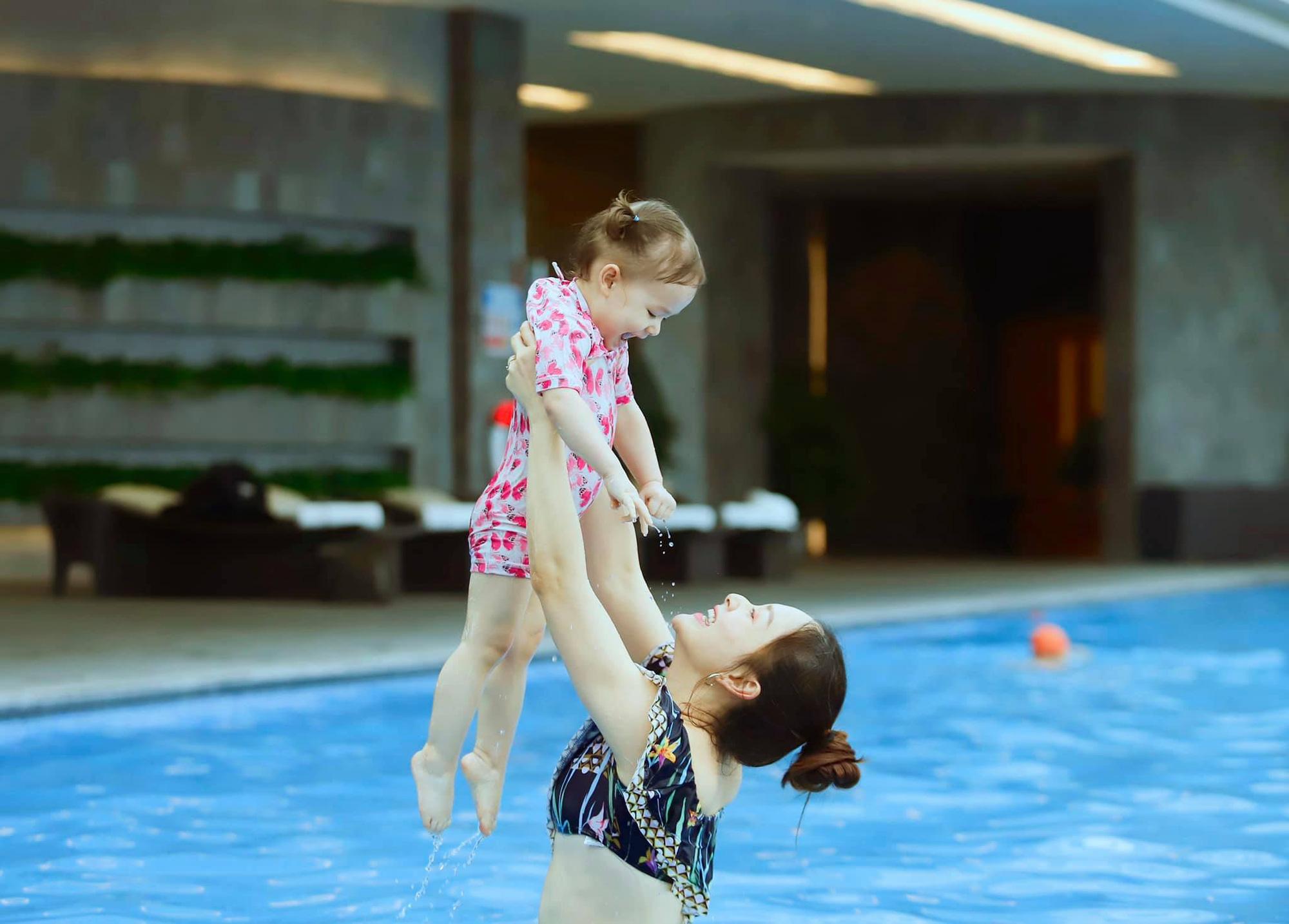 Nhiều người kêu ầm lên khi biết Lan Phương đưa con đi chơi mùa dịch, nữ diễn viên tuôn một tràng khiến ai nấy im re - Ảnh 1.