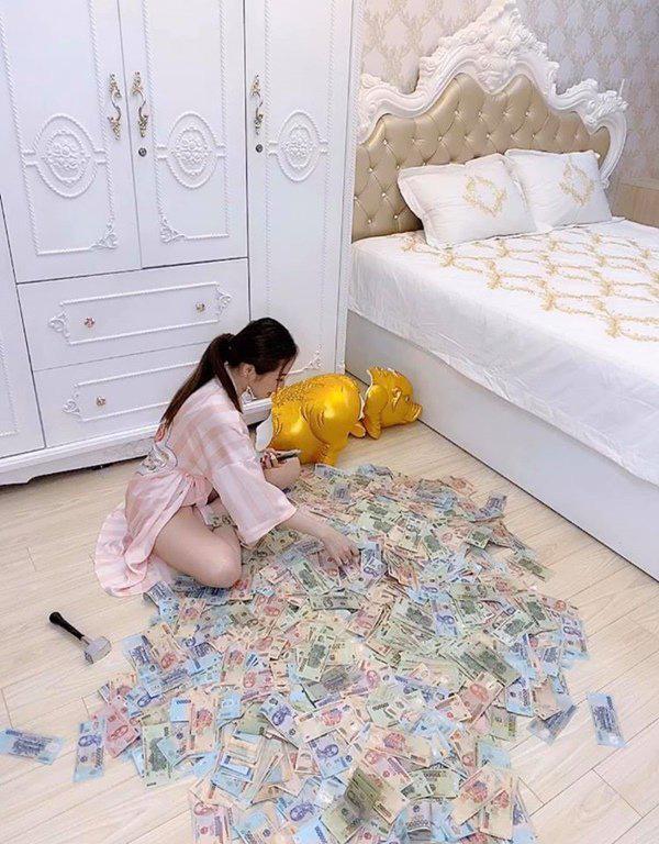 """Người chị trong màn trao hồi môn 49 cây vàng cùng 2,5 tỷ cho cô dâu hóa ra là gái xinh Sài Gòn từng bị tố """"làm màu"""" khi đập heo đất 1 lần mà được ngót 3 tỷ - Ảnh 3."""