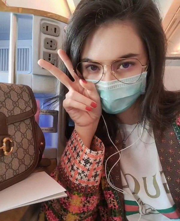 Nàng thơ của Sơn Tùng M-TP và cô em quốc dân IU lên đồ cả trăm triệu chỉ để ra sân bay trước thềm show Gucci - Ảnh 2.