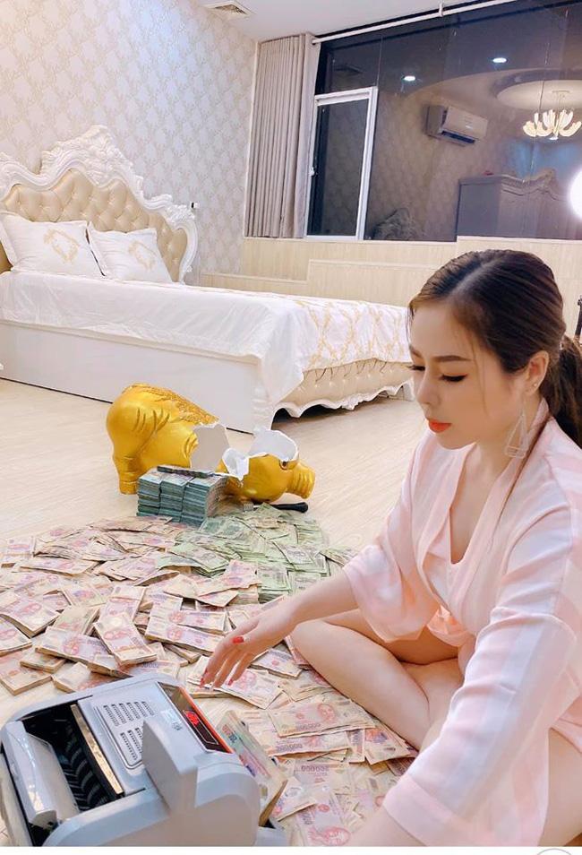 """Người chị trong màn trao hồi môn 49 cây vàng cùng 2,5 tỷ cho cô dâu hóa ra là gái xinh Sài Gòn từng bị tố """"làm màu"""" khi đập heo đất 1 lần mà được ngót 3 tỷ - Ảnh 4."""