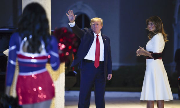 Quý tử nhà Trump lại gây thương nhớ với vẻ đẹp cùng khí chất hơn người, dù chỉ xuất hiện thấp thoáng cũng thu hút mọi ánh nhìn - Ảnh 1.