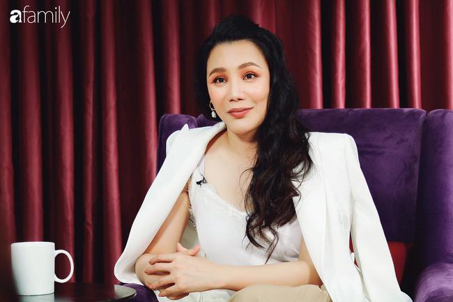 Hồ Quỳnh Hương tức giận chỉ trích đồng nghiệp xem thường khi mang trợ lý ra hát tập với cô - Ảnh 2.