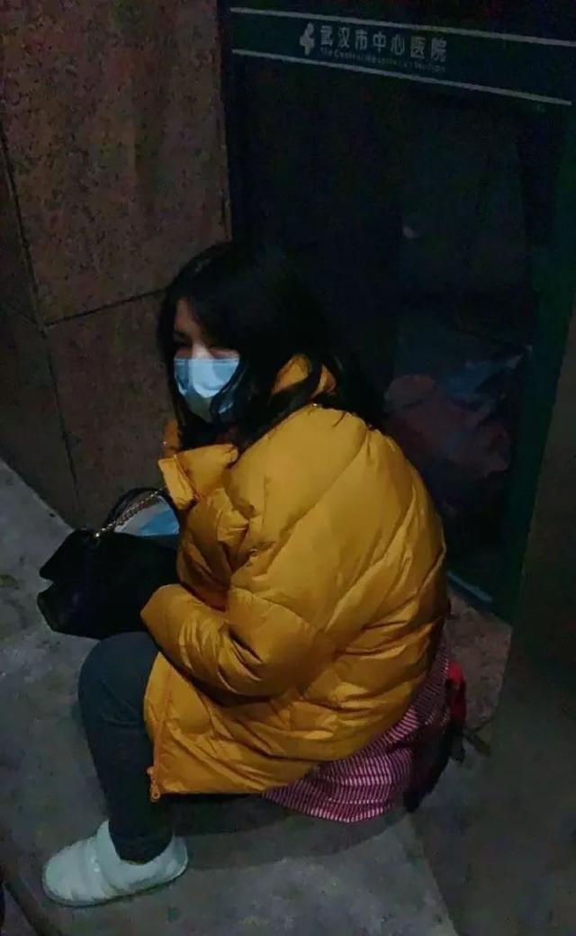 Câu chuyện sinh đẻ ở thành phố Vũ Hán: Sản phụ có giường nằm vui mừng như trúng số - Ảnh 1.