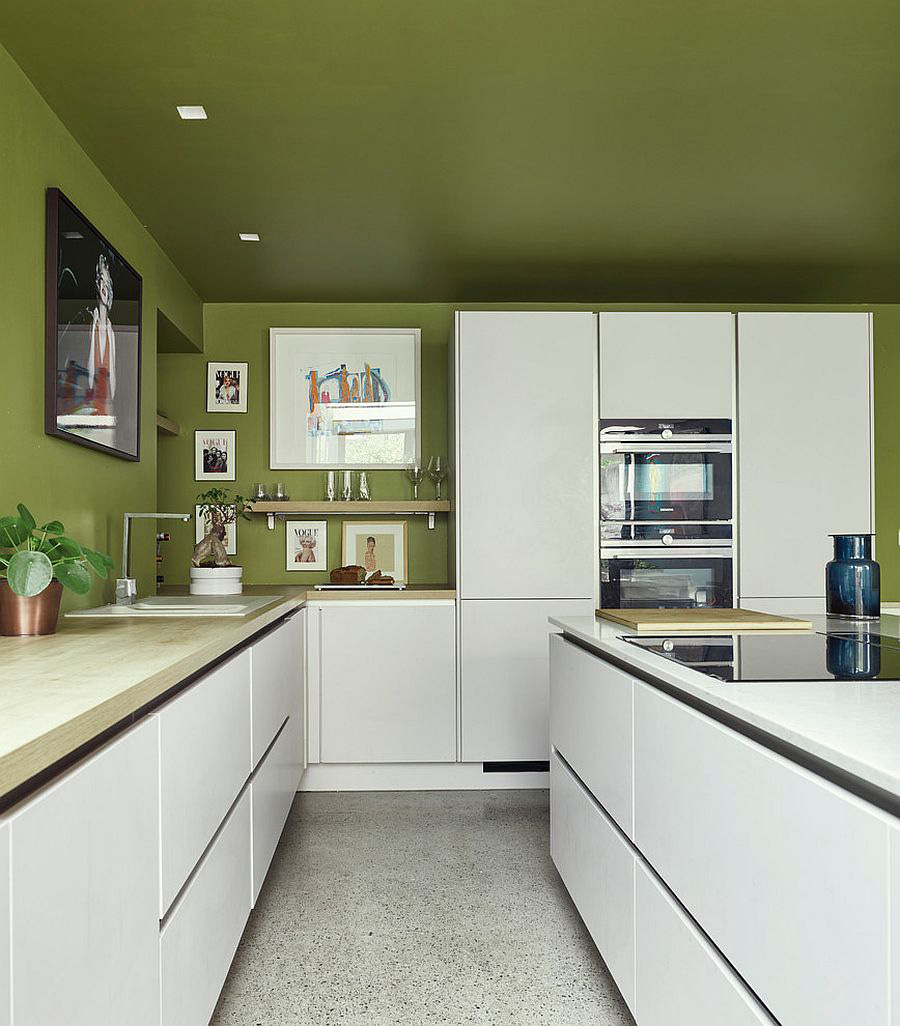 Những tông xanh tối màu tuyệt đẹp cho căn bếp hiện đại: sạch, nổi bật và sang trọng khi kết hợp khéo léo với tông trắng và ánh sáng đèn trang trí - Ảnh 7.