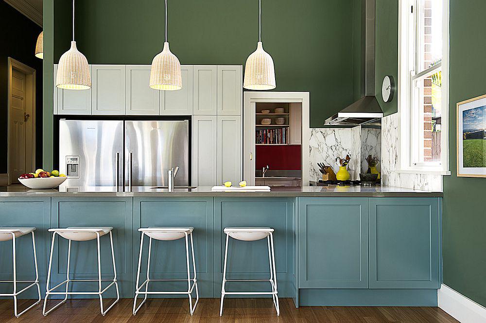 Những tông xanh tối màu tuyệt đẹp cho căn bếp hiện đại: sạch, nổi bật và sang trọng khi kết hợp khéo léo với tông trắng và ánh sáng đèn trang trí - Ảnh 12.