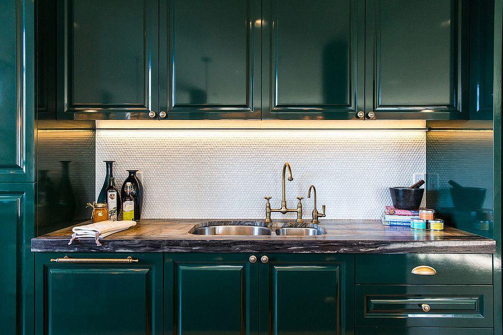 Những tông xanh tối màu tuyệt đẹp cho căn bếp hiện đại: sạch, nổi bật và sang trọng khi kết hợp khéo léo với tông trắng và ánh sáng đèn trang trí - Ảnh 11.
