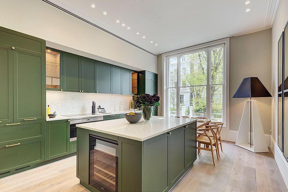 Những tông xanh tối màu tuyệt đẹp cho căn bếp hiện đại: sạch, nổi bật và sang trọng khi kết hợp khéo léo với tông trắng và ánh sáng đèn trang trí - Ảnh 3.