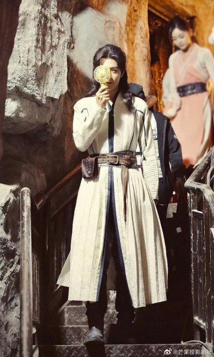 """Lộ ảnh Tiêu Chiến - Ngô Tuyên Nghi vui vẻ quay phim, mỹ nam """"Trần Tình Lệnh"""" mặc đơn giản vẫn đẹp trai sáng chói  - Ảnh 8."""