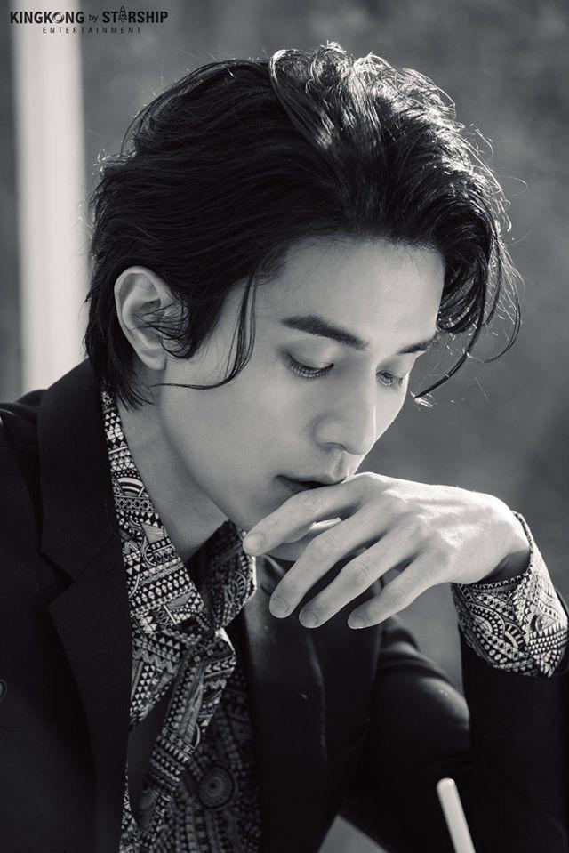 """Hé lộ loạt ảnh hậu trường đẹp trai hết phần thiên hạ của """"thần chết U40"""" Lee Dong Wook - Ảnh 4."""