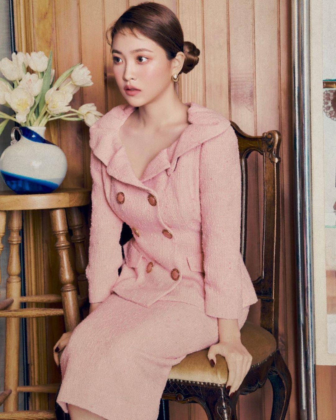 Bạn học 12 ý tưởng diện đồ màu hồng từ sao Hàn thì Valentine chỉ xinh và sang chứ không có chuyện sến - Ảnh 2.