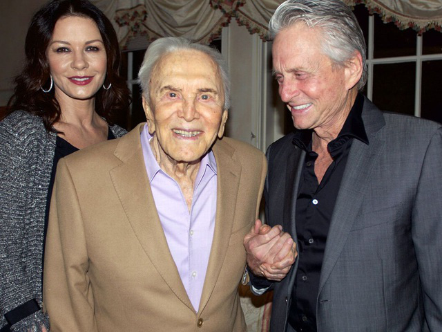 Huyền thoại điện ảnh Hollywood Kirk Douglas qua đời ở tuổi 103 - Ảnh 2.