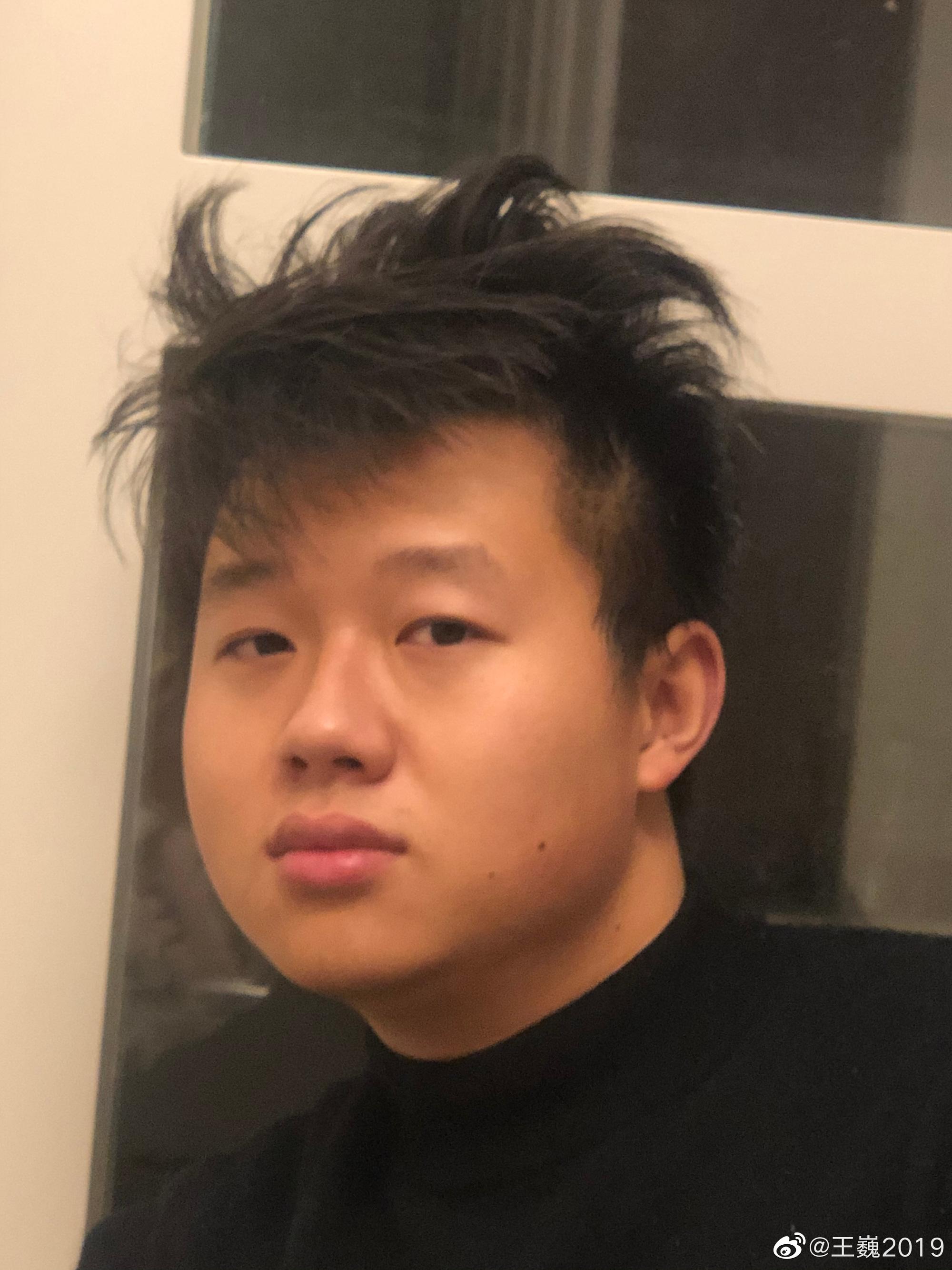 Giữa dịch Corona, các tín đồ làm đẹp bỗng leo lên top Weibo vì nỗi khổ tóc tai không tiệm cắt tóc nào thấu! - Ảnh 7.