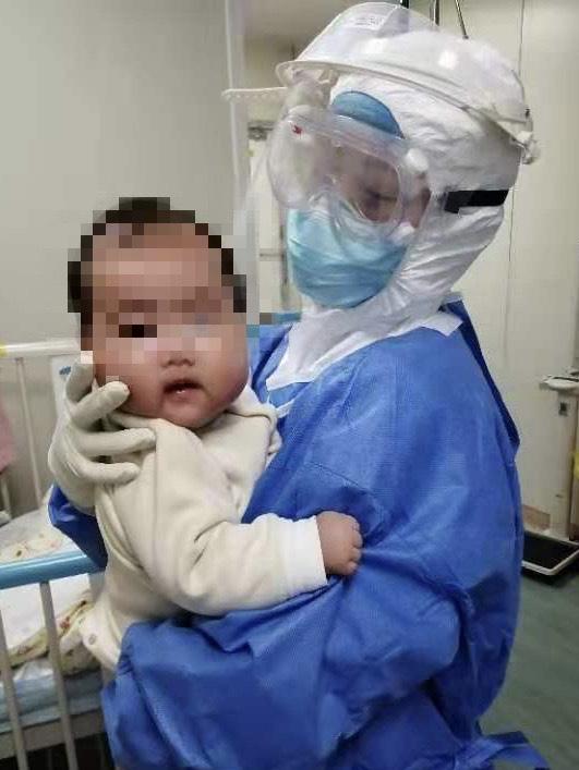 Tin vui: Bé gái 3 tháng tuổi bị nhiễm coronavirus mới đã ở trong tình trạng ổn định - Ảnh 3.