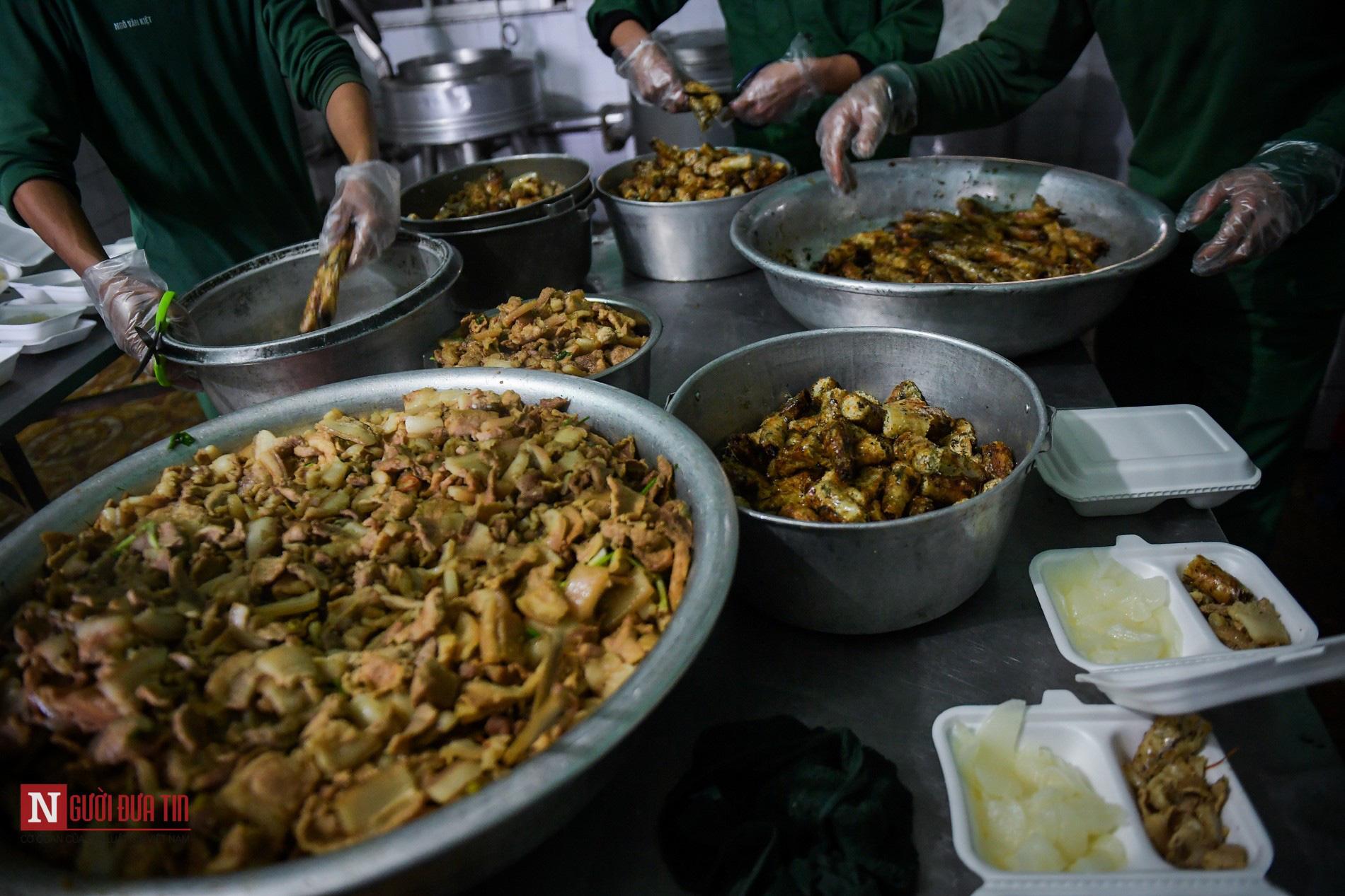 Lạng Sơn: Nhộn nhịp căn bếp ấm tình quân dân tại trại cách ly - Ảnh 7.