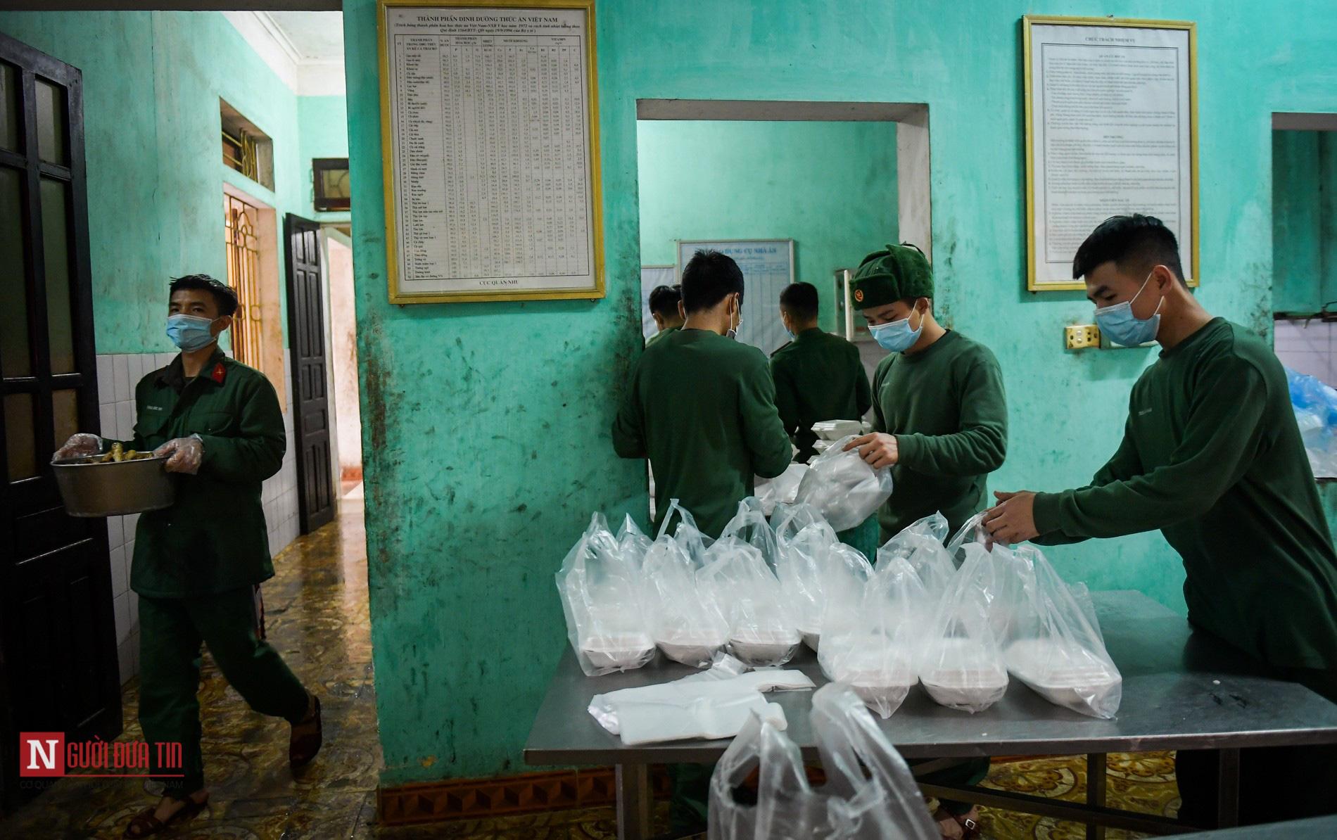 Lạng Sơn: Nhộn nhịp căn bếp ấm tình quân dân tại trại cách ly - Ảnh 12.