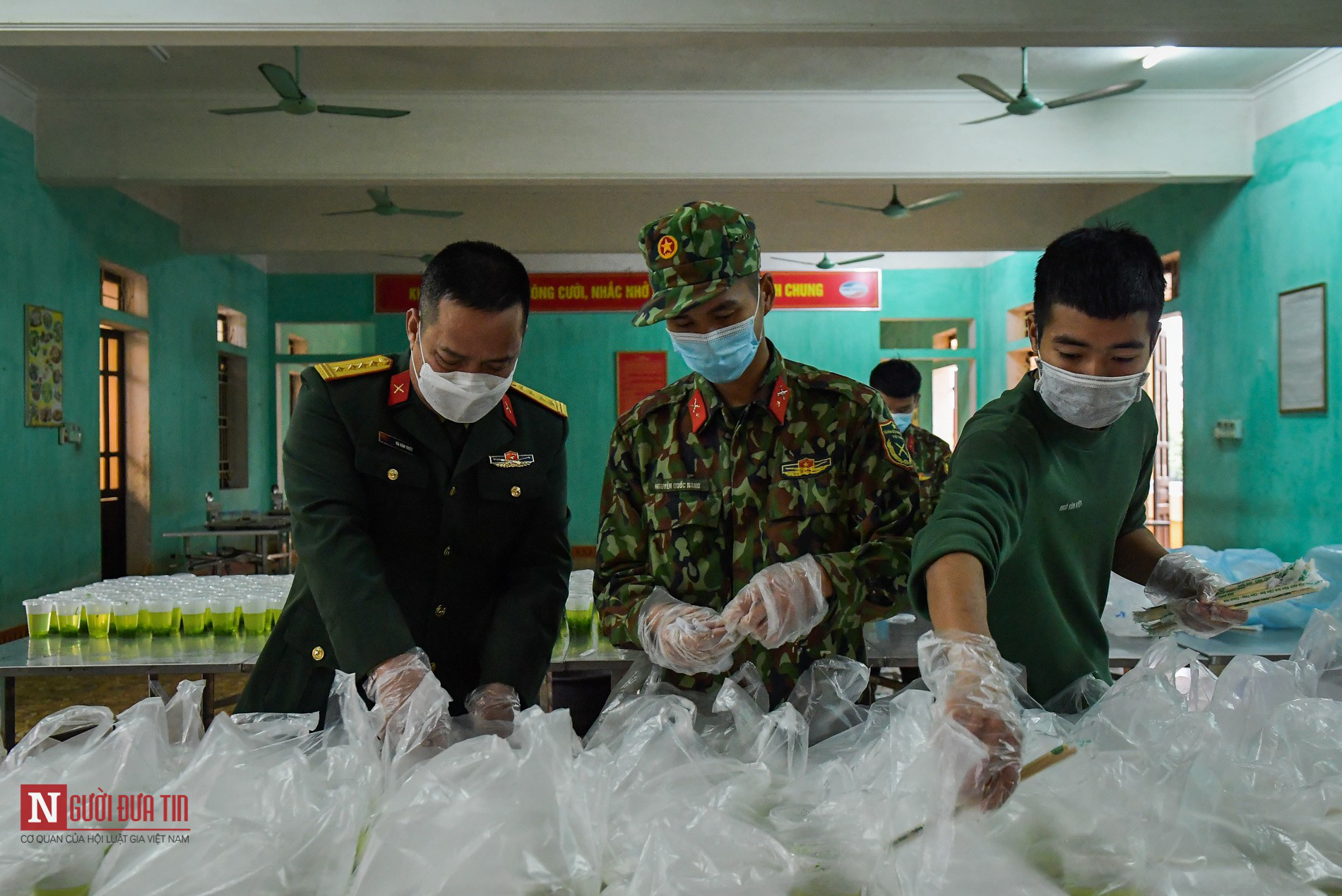 Lạng Sơn: Nhộn nhịp căn bếp ấm tình quân dân tại trại cách ly - Ảnh 14.