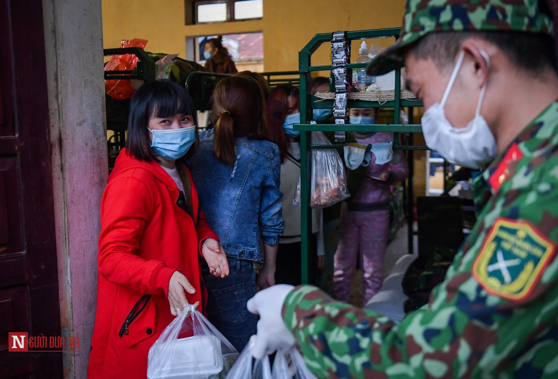 Lạng Sơn: Nhộn nhịp căn bếp ấm tình quân dân tại trại cách ly - Ảnh 16.
