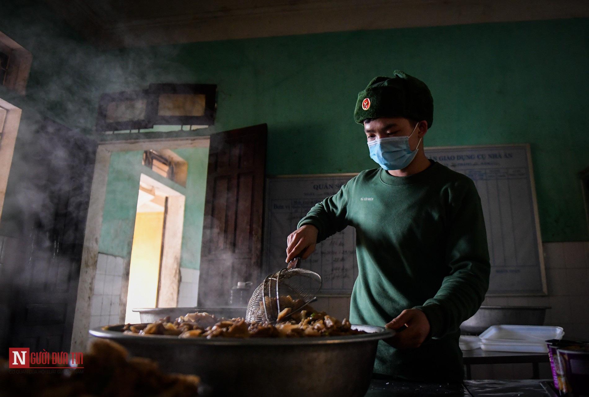 Lạng Sơn: Nhộn nhịp căn bếp ấm tình quân dân tại trại cách ly - Ảnh 6.