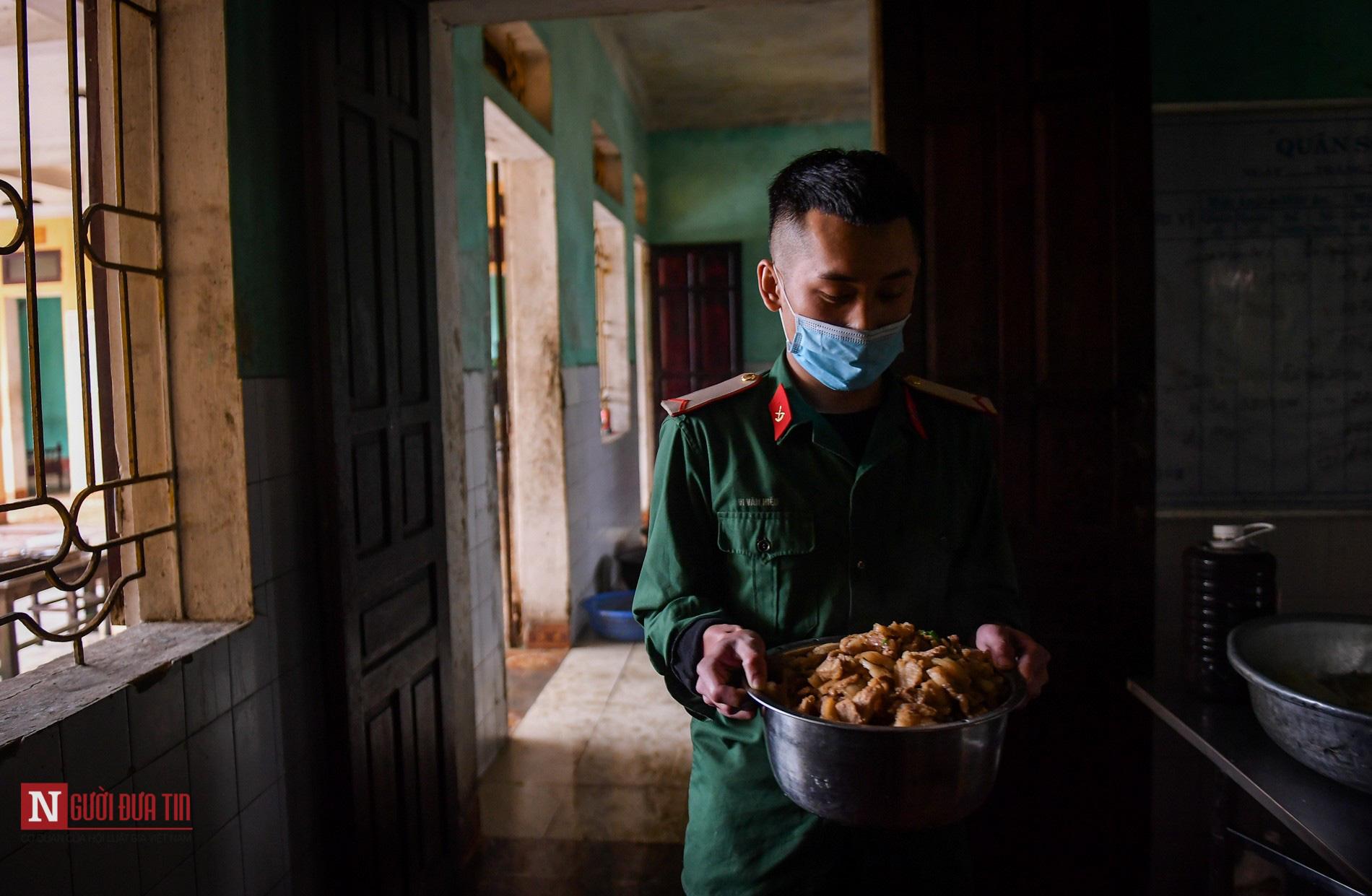 Lạng Sơn: Nhộn nhịp căn bếp ấm tình quân dân tại trại cách ly - Ảnh 4.