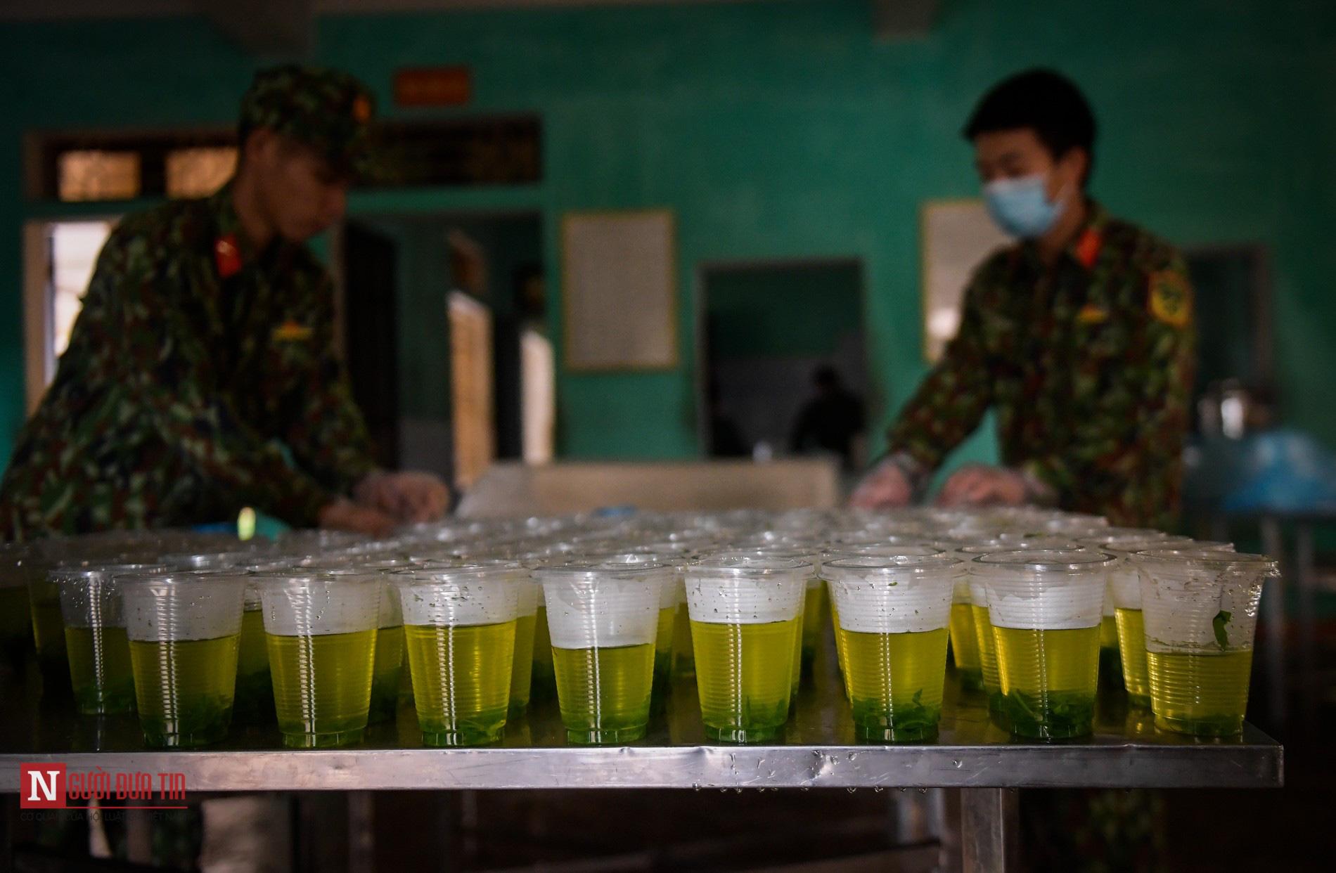 Lạng Sơn: Nhộn nhịp căn bếp ấm tình quân dân tại trại cách ly - Ảnh 10.